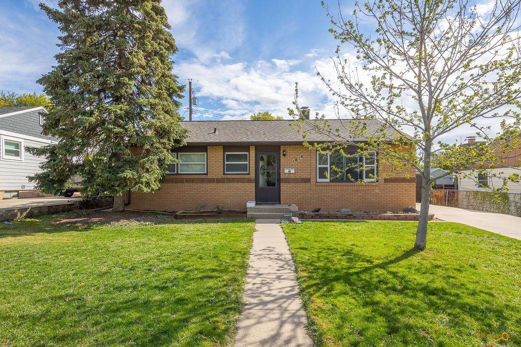 1014 Allen Ave, Rapid City, SD 57701