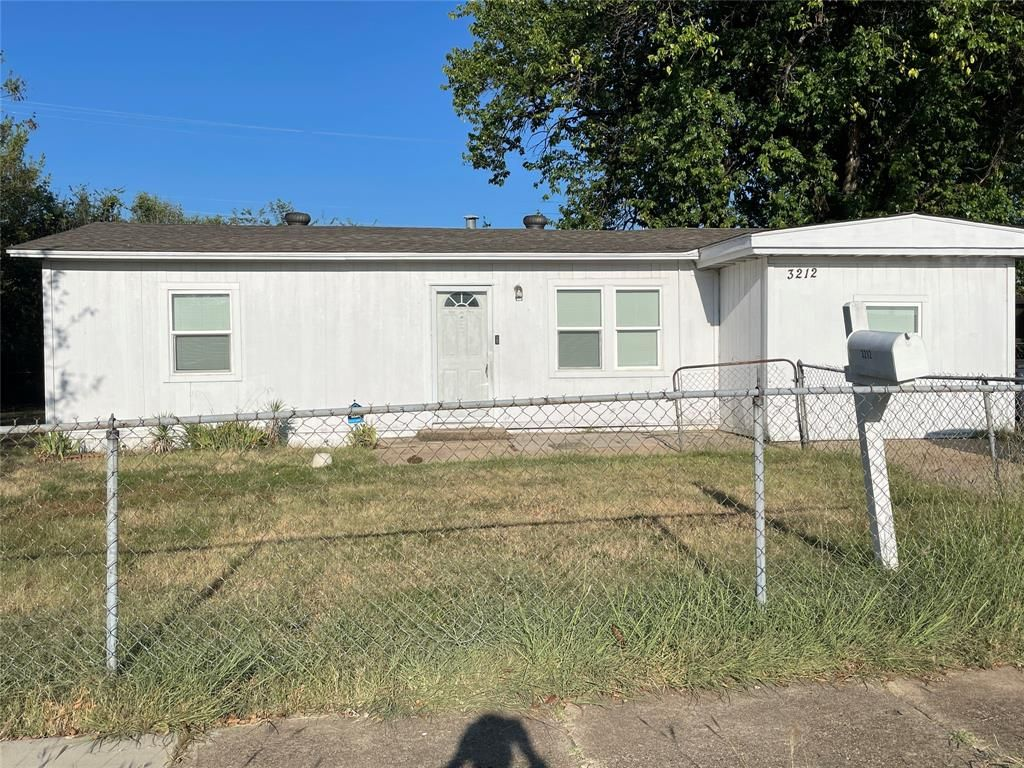 3212 Pate Dr, Fort Worth, TX 76119