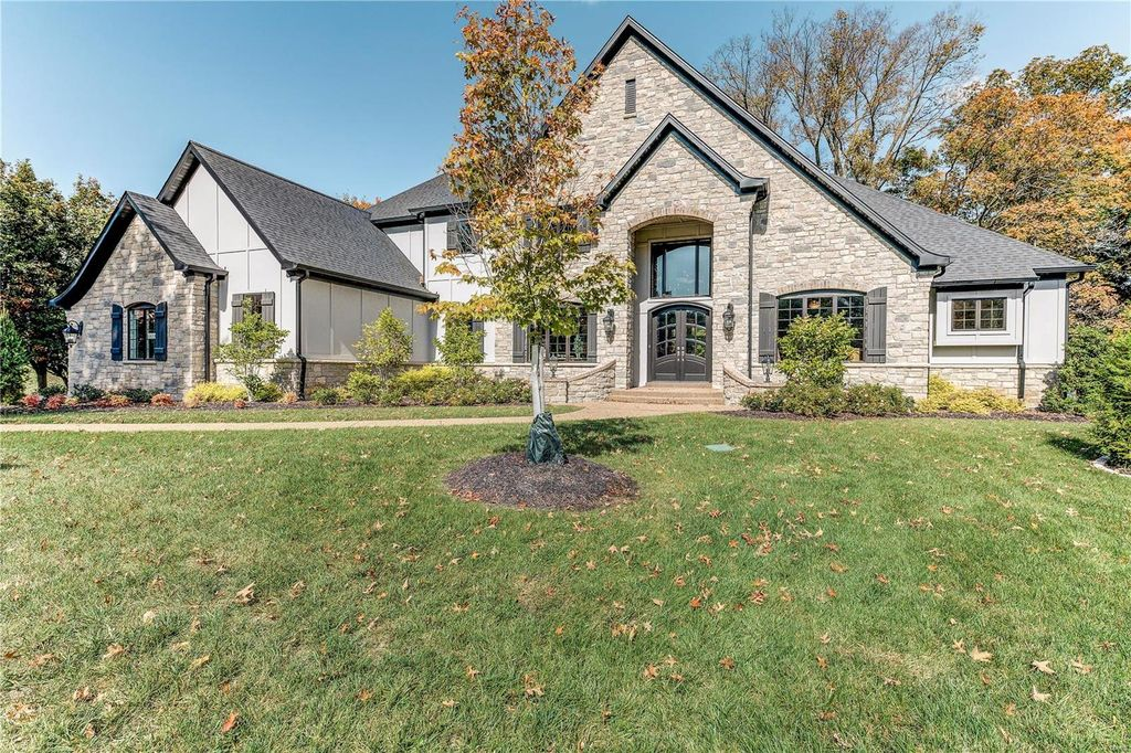 17283 Courtyard Mill Ln, Chesterfield, MO 63005