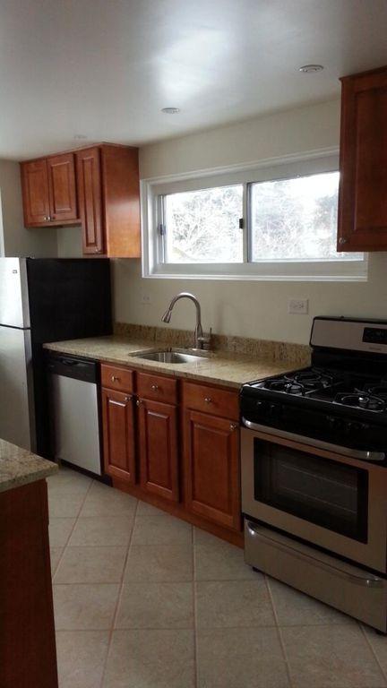 440 1/2 Ridge Rd, Wilmette, IL 60091