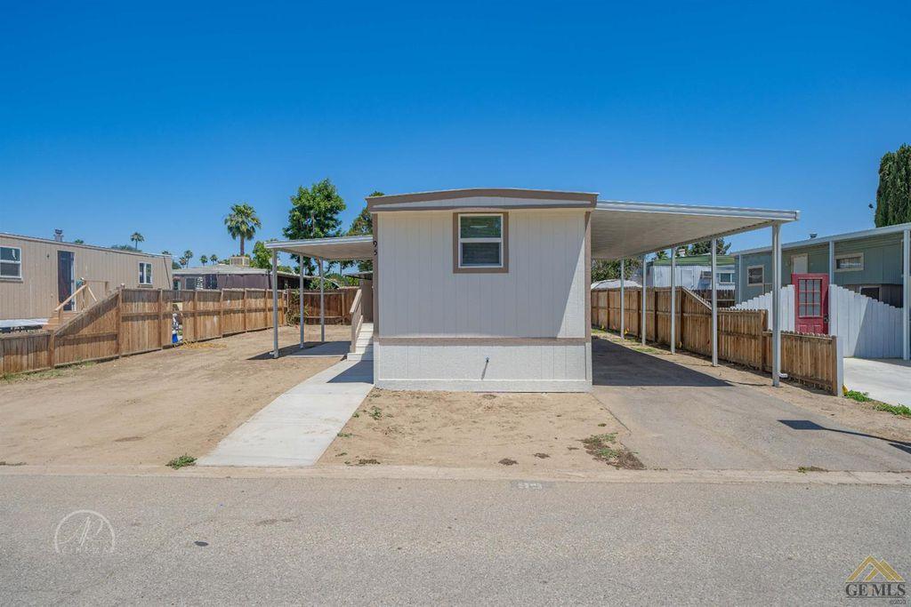 95 Cinnamon Ln, Bakersfield, CA 93308