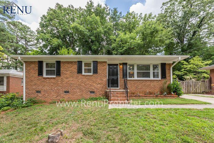 2513 Emerald Dr, Greensboro, NC 27403