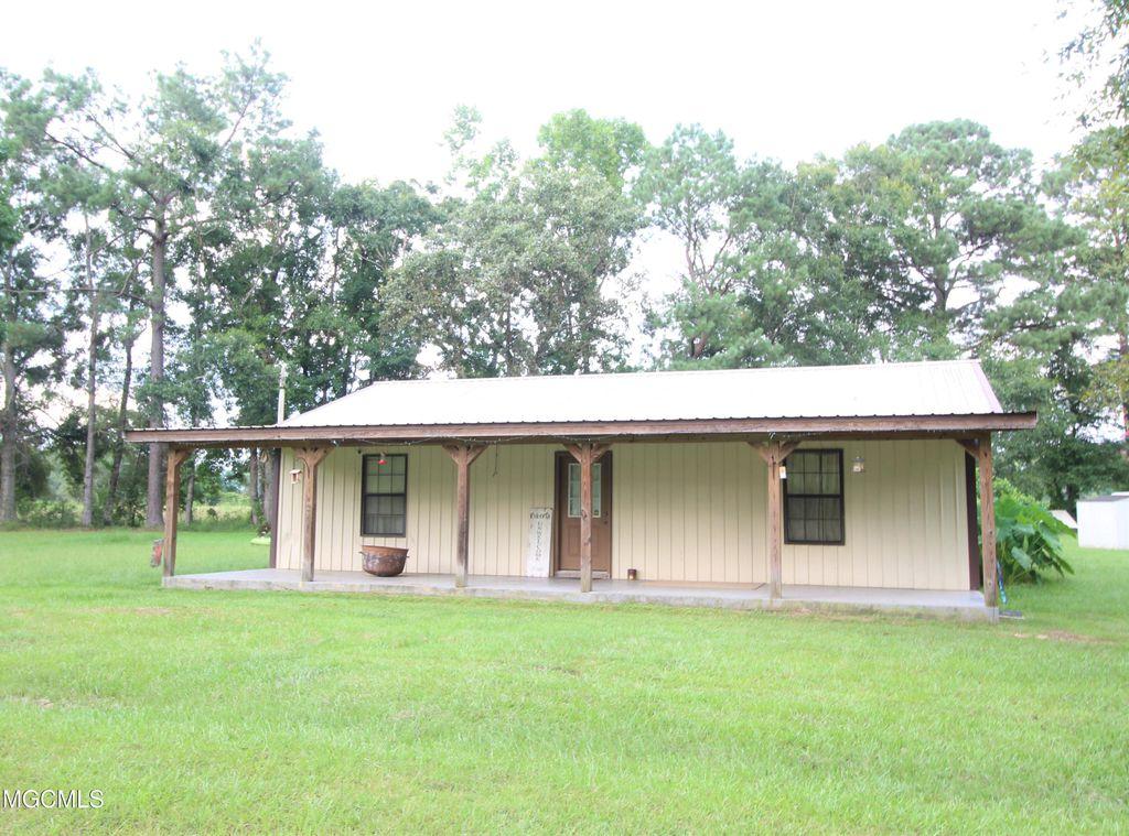 51 Leaning Oak Ln, Leakesville, MS 39451
