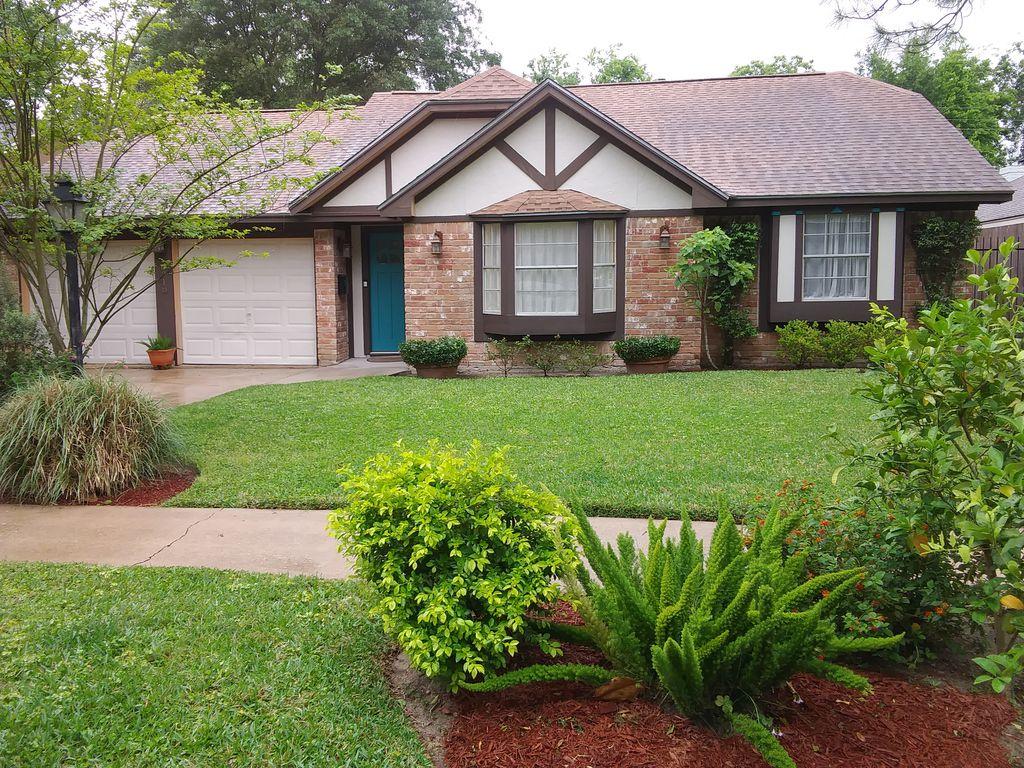 6318 Leaf Arbor Dr, Houston, TX 77092