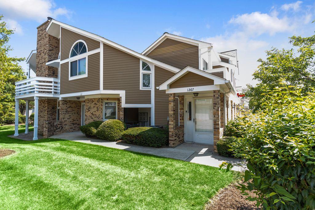 1267 Ranchview Ct, Buffalo Grove, IL 60089
