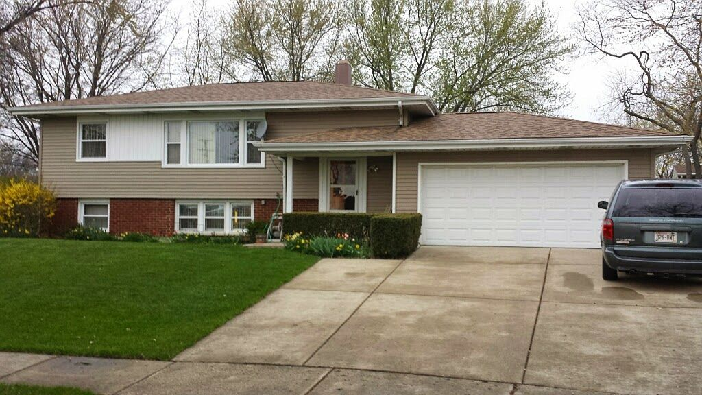 5 W Beechwood Ct, Buffalo Grove, IL 60089