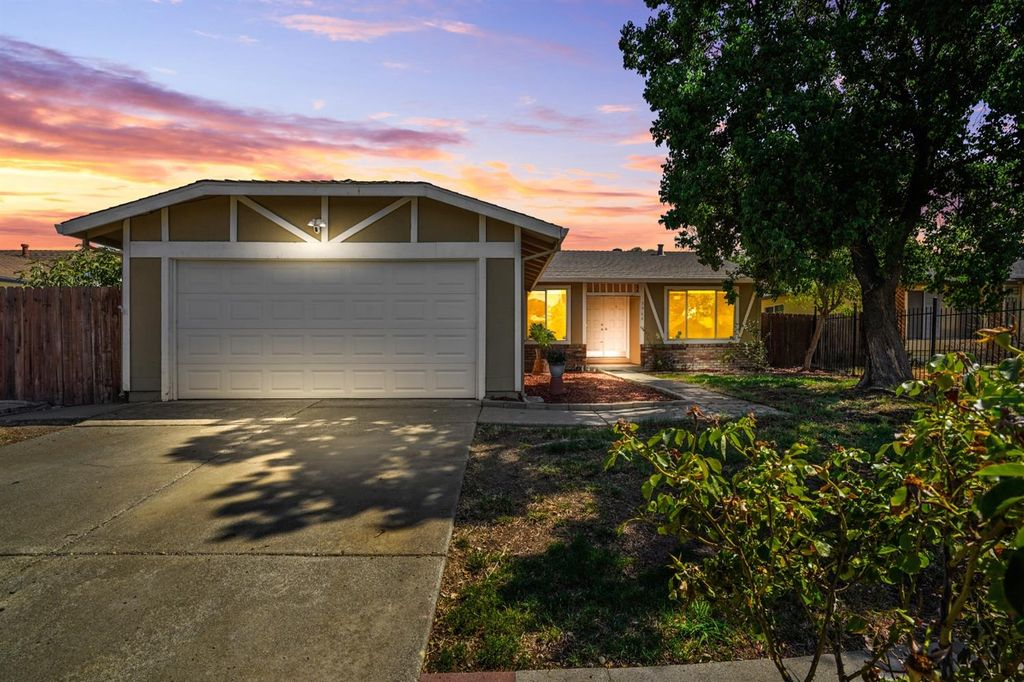 3964 Robinridge Way, Sacramento, CA 95823
