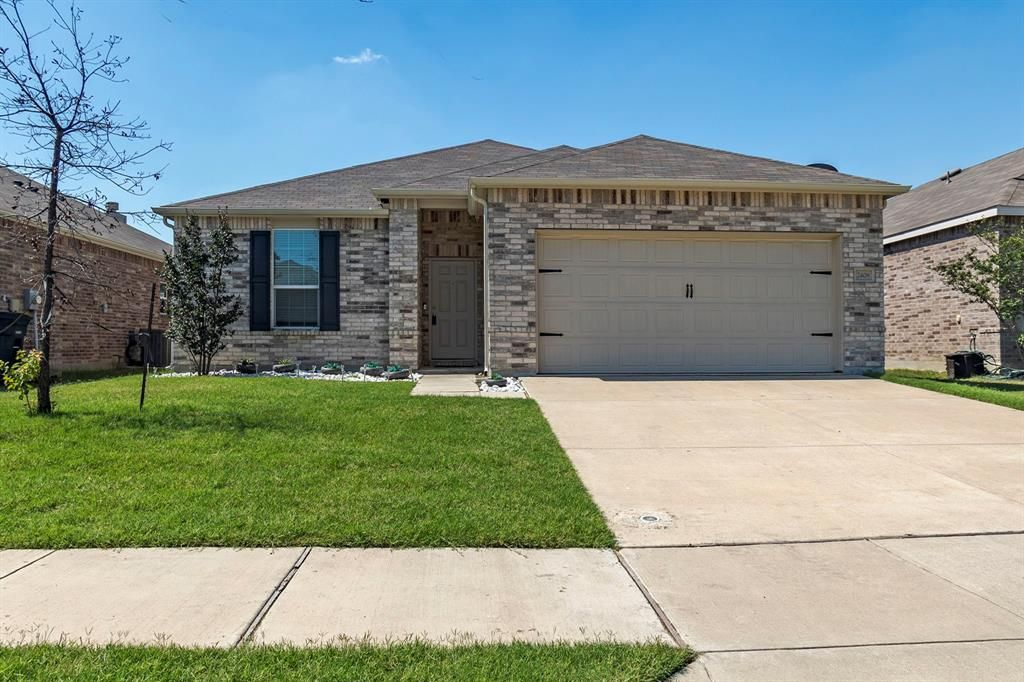 2408 Barzona Dr, Fort Worth, TX 76131