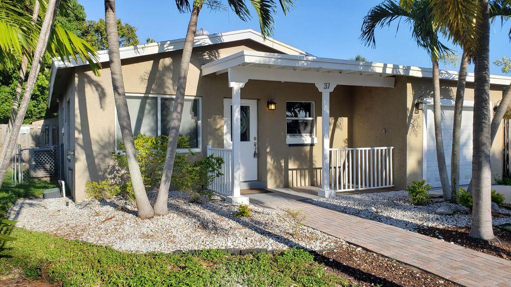 37 SW 13th Ave, Delray Beach, FL 33444