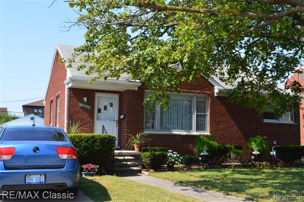 4745 Firestone St, Dearborn, MI 48126