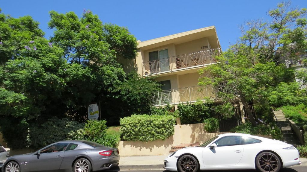 1226 McClellan Dr, Los Angeles, CA 90025