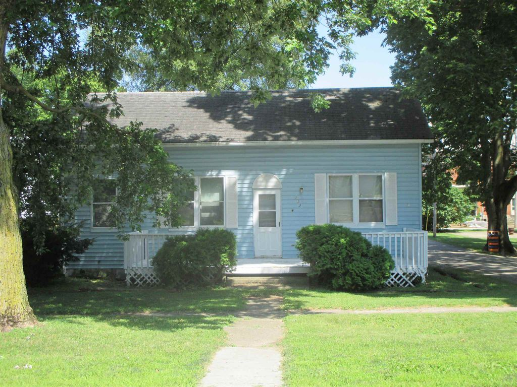 302 N Main St, South Whitley, IN 46787