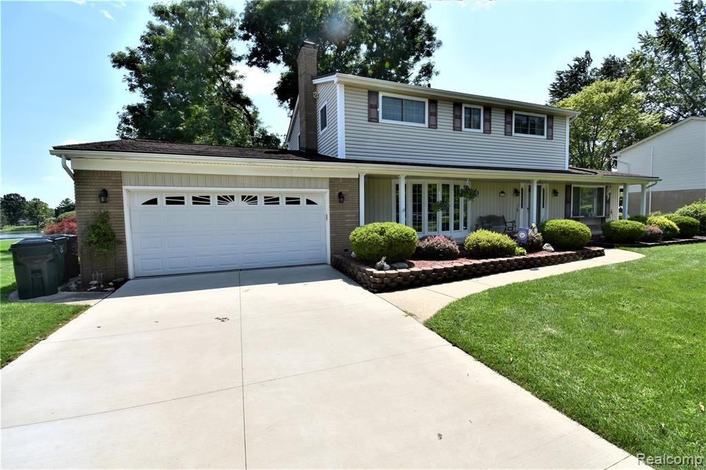 4772 Woodmire Dr, Shelby Township, MI 48316
