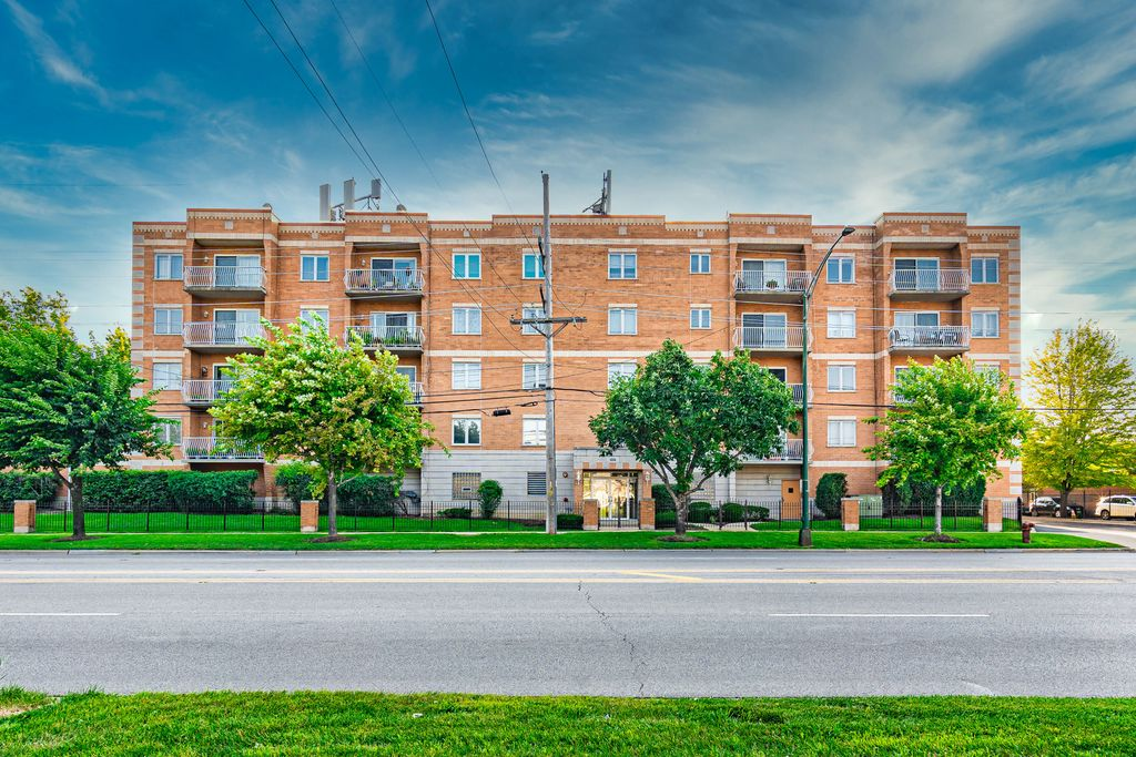 4534 N Cumberland Ave #108, Chicago, IL 60656
