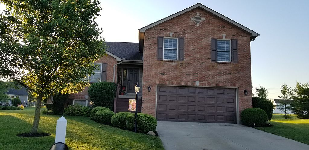 1189 Pond View Dr, Troy, OH 45373