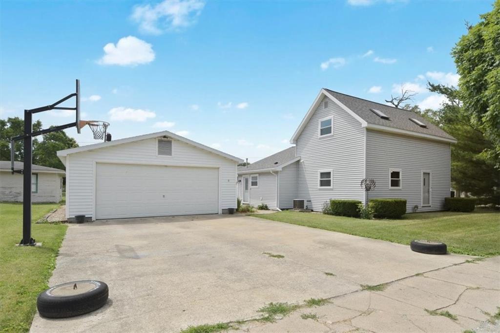 135 N Indiana Ave, De Land, IL 61839