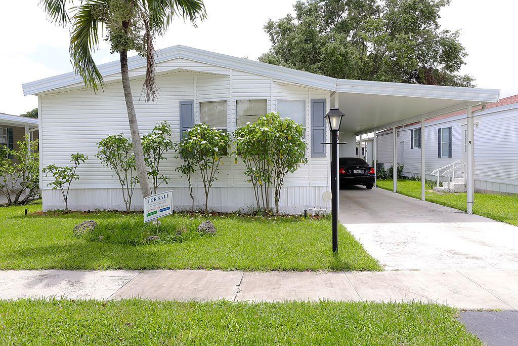 12850 Estates Rd #84-9C, Davie, FL 33328