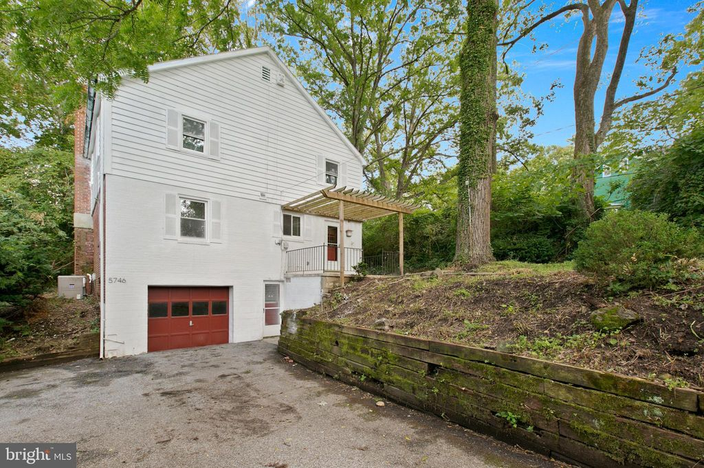 5746 Cross Country Blvd, Baltimore, MD 21209