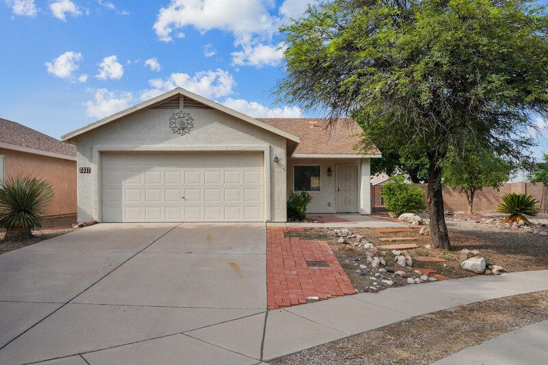 7037 E Fighting Falcon Pl, Tucson, AZ 85730