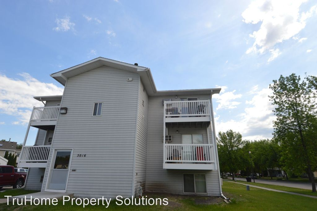 5016 6th Ave N, Grand Forks, ND 58203