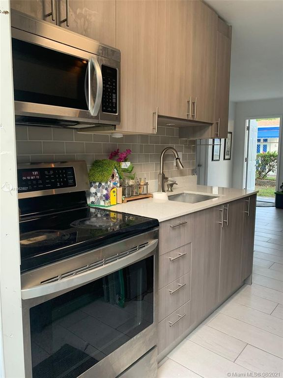 827 NW 12th Ave, Fort Lauderdale, FL 33311