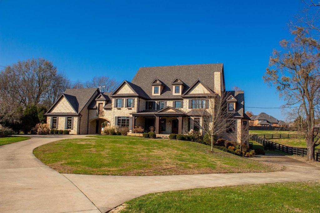 1911 Parkers Mill Rd, Lexington, KY 40504