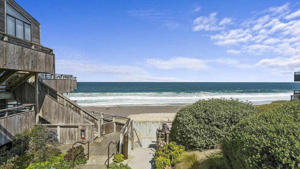 1 Surf Way #111, Monterey, CA 93940