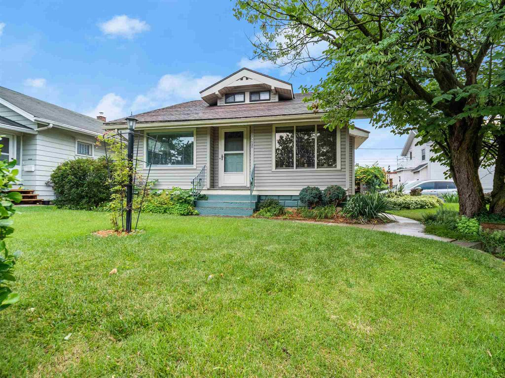 2324 Crescent Ave, Fort Wayne, IN 46805