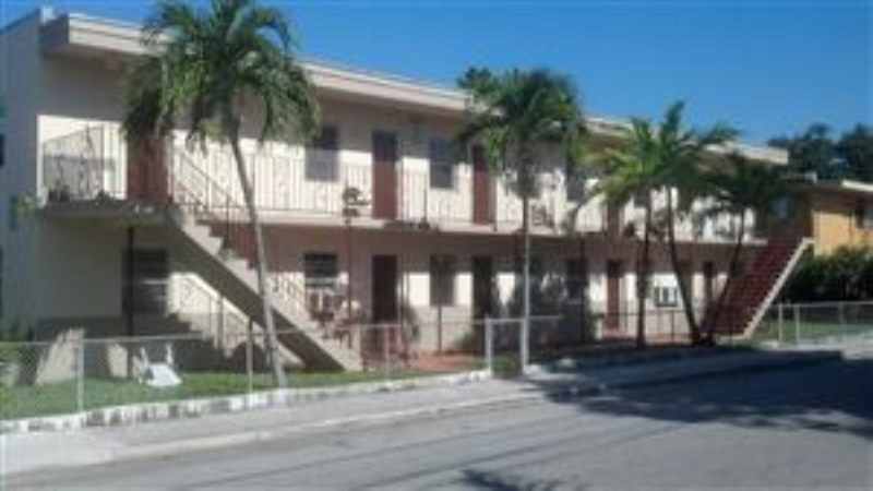 1650 NW 2nd St, Miami, FL 33125