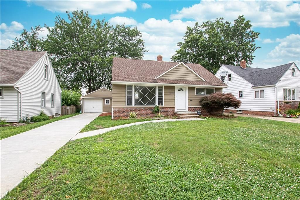 30209 Thomas St, Willowick, OH 44095