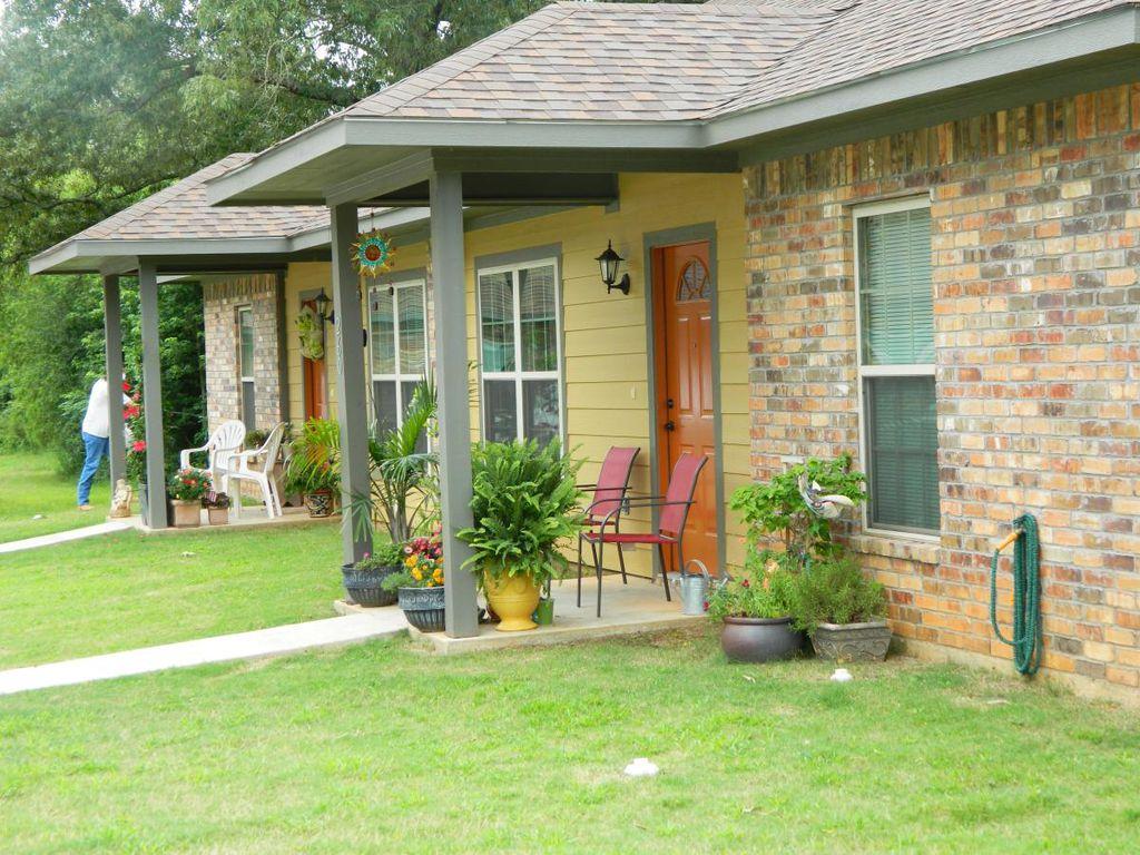1120 Creekwood Ln, Longview, TX 75602