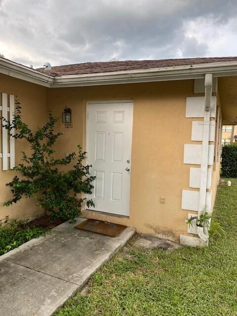 1271 White Pine Dr, Wellington, FL 33414
