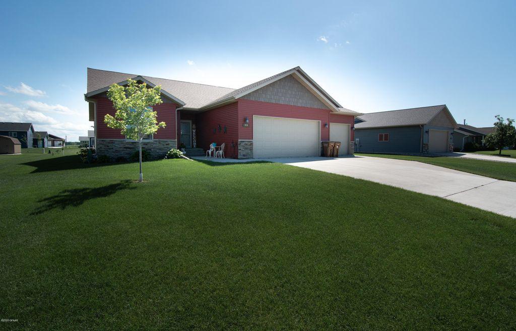 926 13th St SE, East Grand Forks, MN 56721