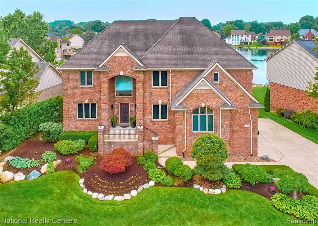 49089 White Mill Dr, Shelby Township, MI 48317
