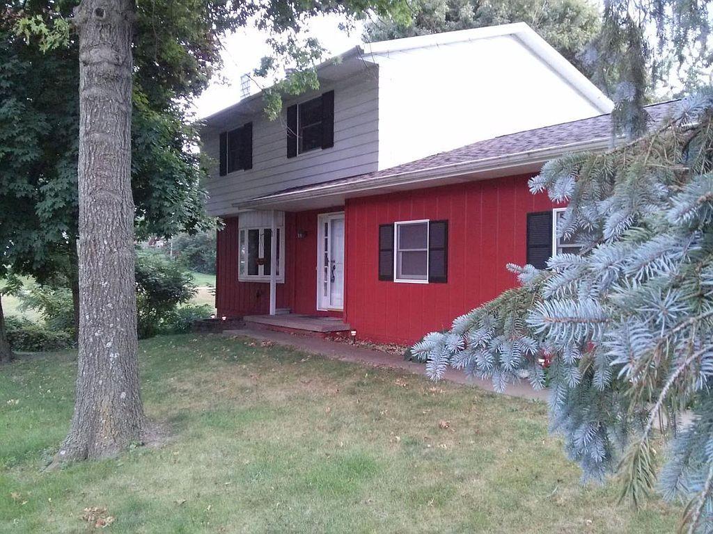 2865 Maplecrest Rd, Bettendorf, IA 52722