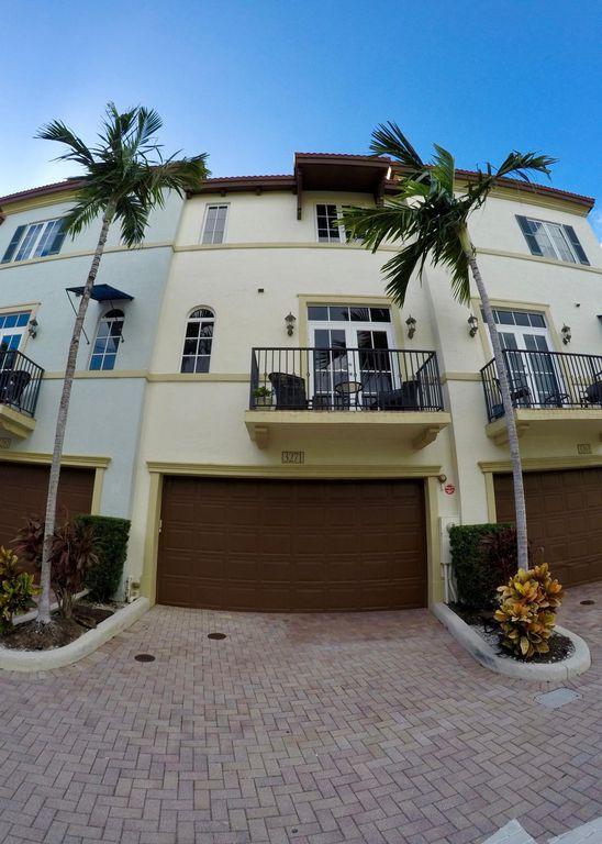 3271 Estancia Ln, Boynton Beach, FL 33435