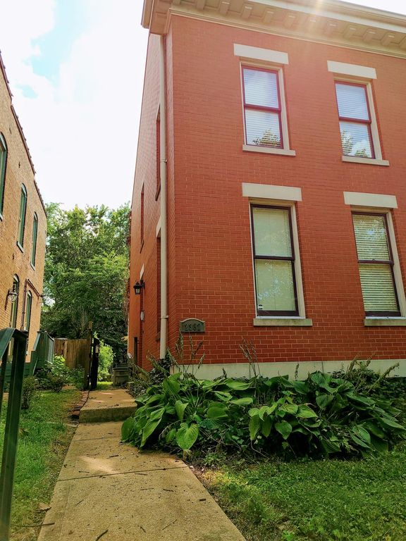 2332 Hickory St, Saint Louis, MO 63104