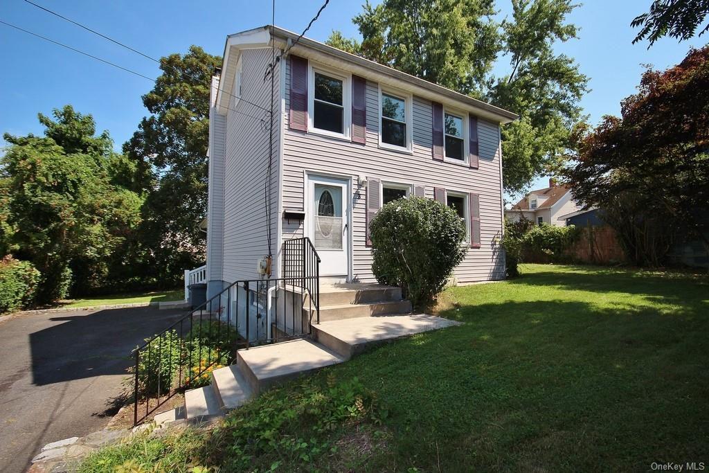 3 Van Wyck St, Ossining, NY 10562