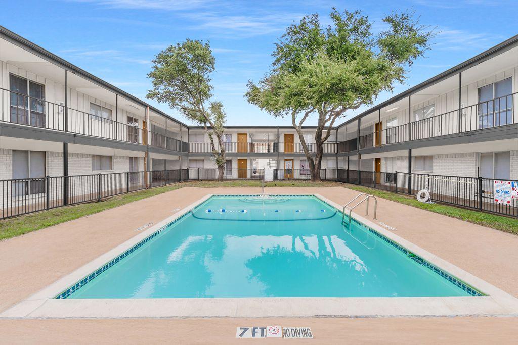 2732 W Colorado Blvd, Dallas, TX 75211