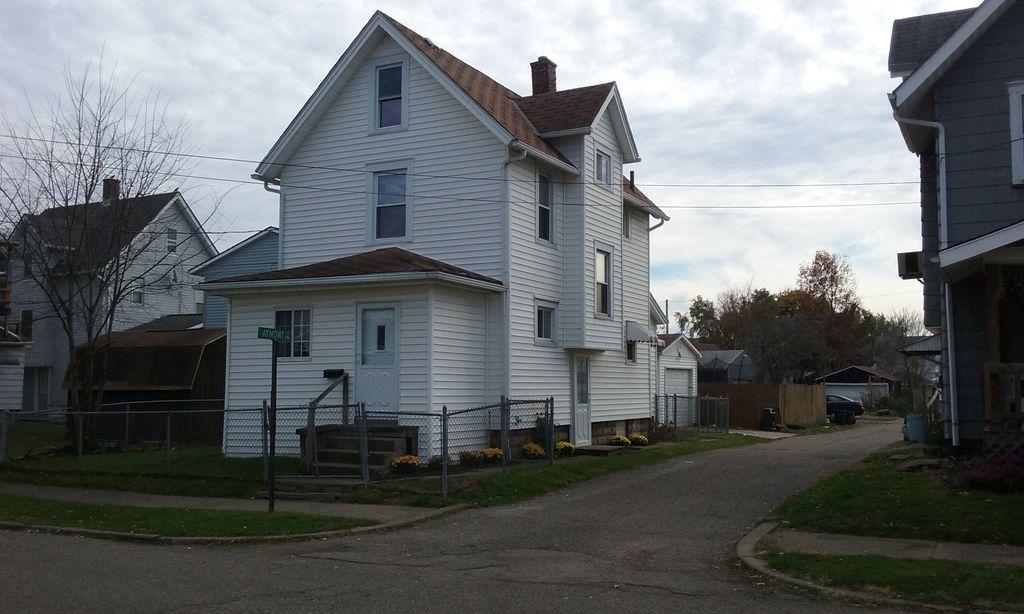 2310 10th St SW Canton Ohio, Canton, OH 44706