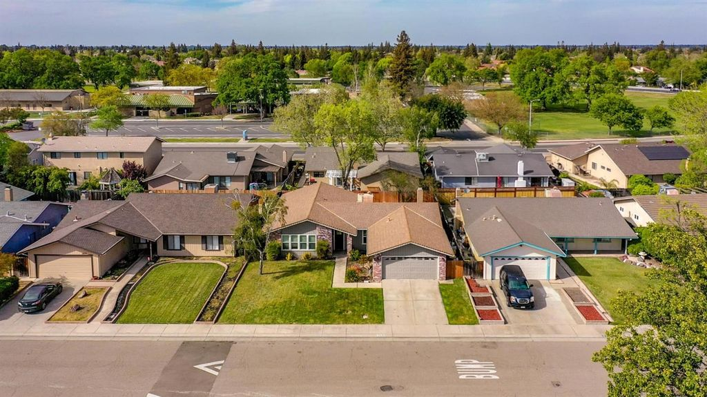 2619 Summerfield Dr, Stockton, CA 95209