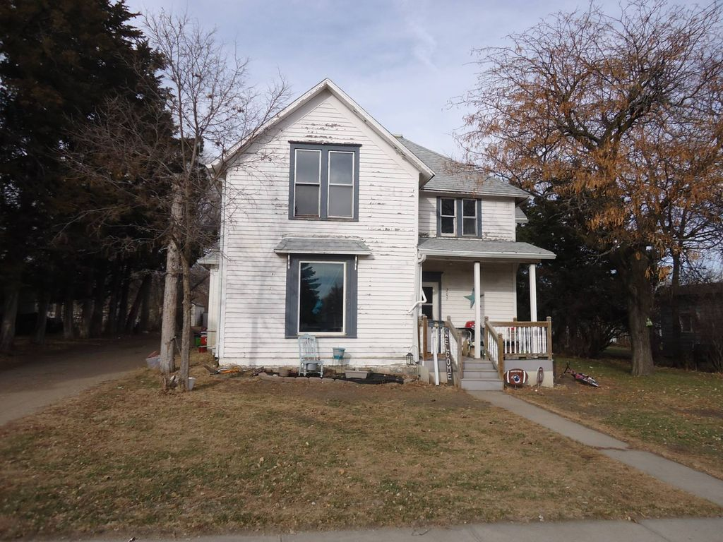 205 E 5th Ave, Redfield, SD 57469