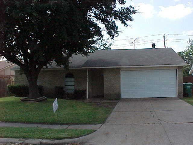 5816 Maple Ln, Rowlett, TX 75089