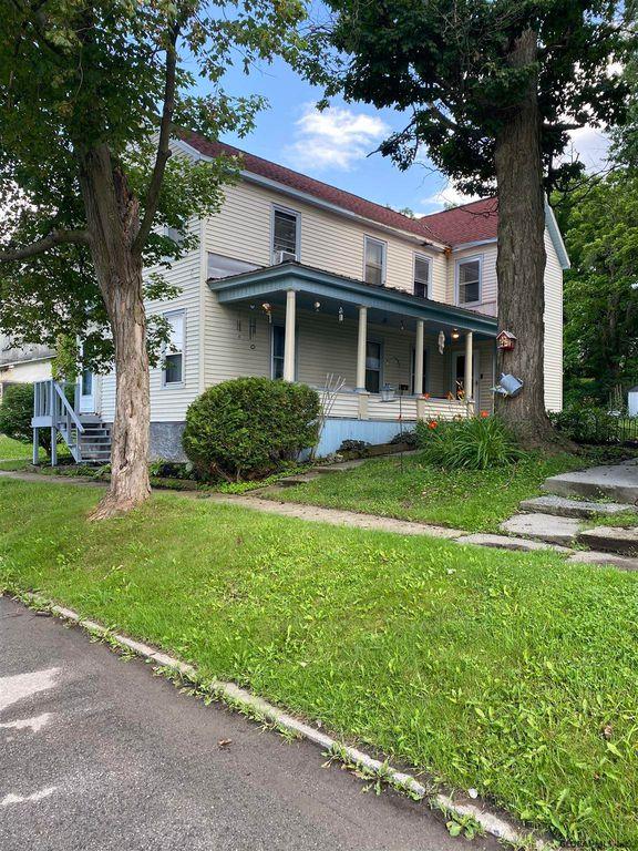 14 Hoosac St, Johnstown, NY 12095