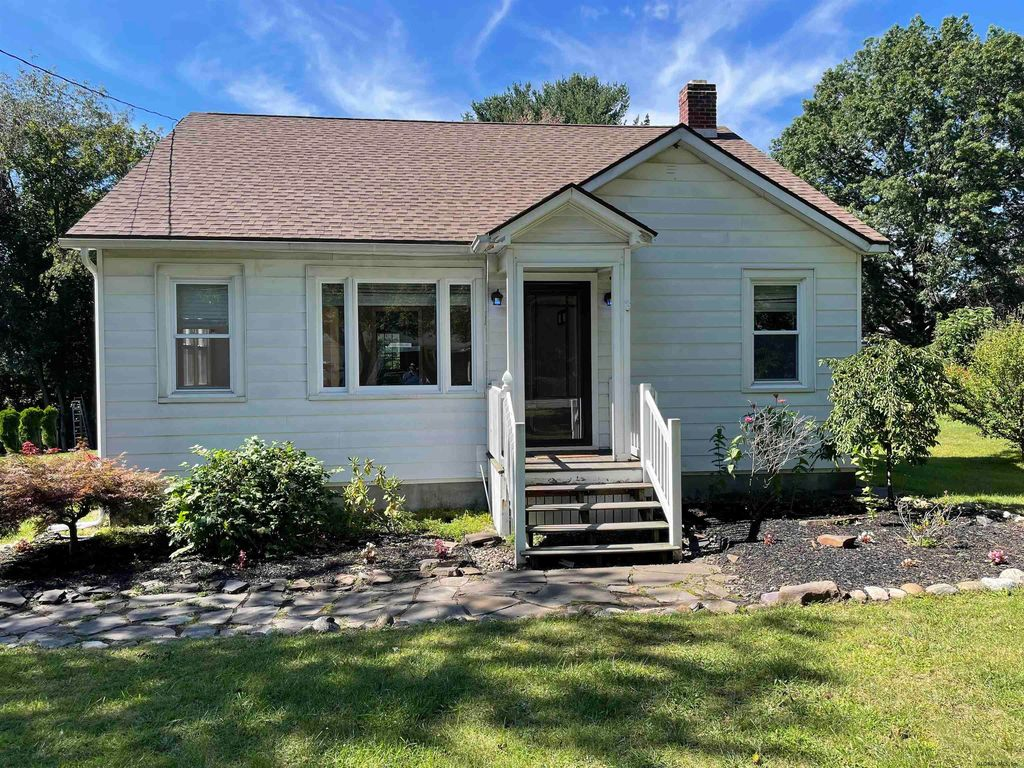 286 Bloomingrove Dr, Troy, NY 12180