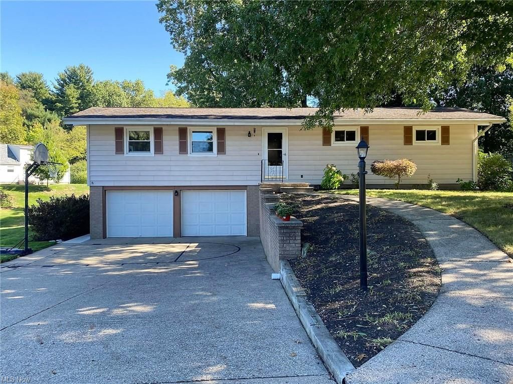 1670 Evergreen Park Dr, Coshocton, OH 43812