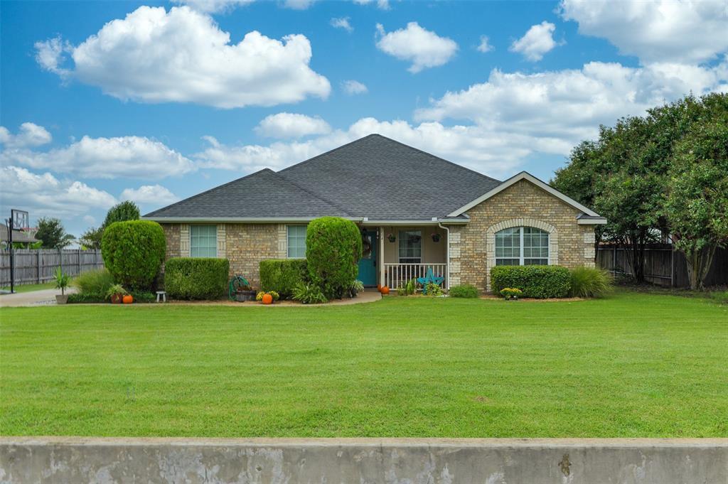1004 S Lowrance Rd, Red Oak, TX 75154