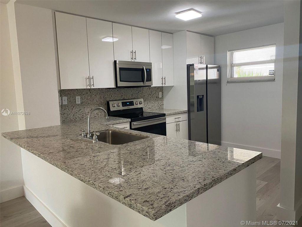 1075 Riverside Dr #405, Coral Springs, FL 33071