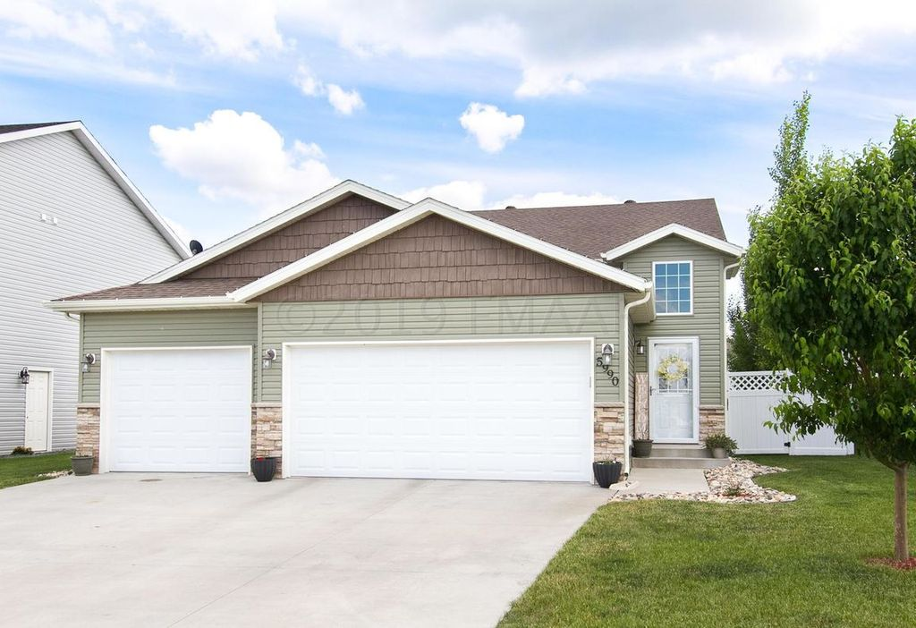 5990 56th Ave S, Fargo, ND 58104