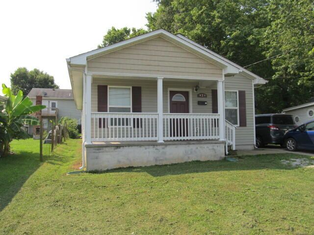 424 Price Rd, Lexington, KY 40508